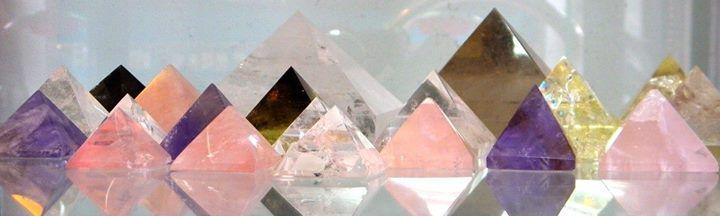 Pirámides de piedras naturales