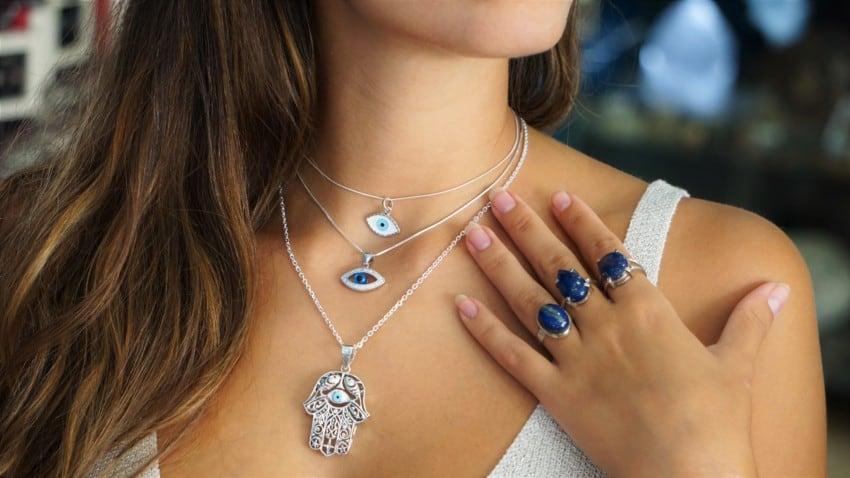 Colgantes y amuletos de plata