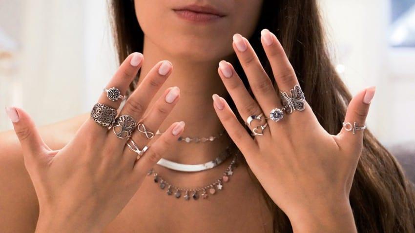 Joyas de plata, anillos y gargantillas que tanto están gustando