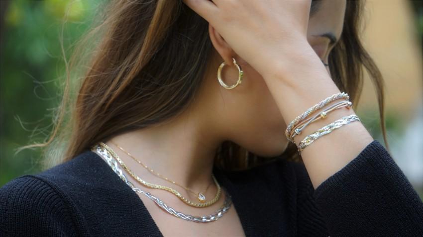 Joyas de plata chapadas en oro, aros, pulseras y gargantillas