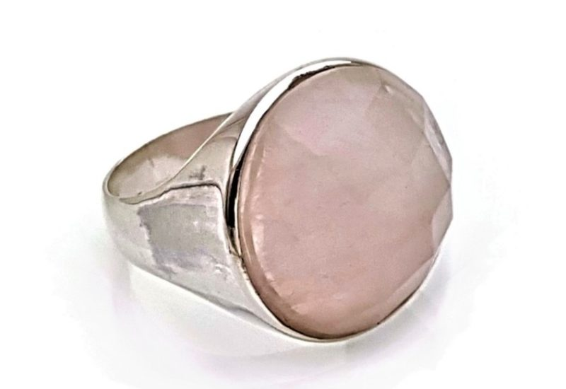 Anillo plata y piedra cuarzo rosa redonda de 18 mm.