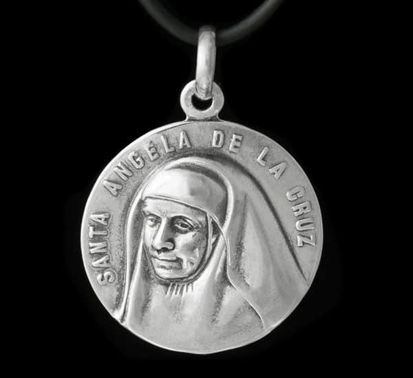 Colgante en Plata de Ley 925 mls – Medalla Santa Ángela de la Cruz