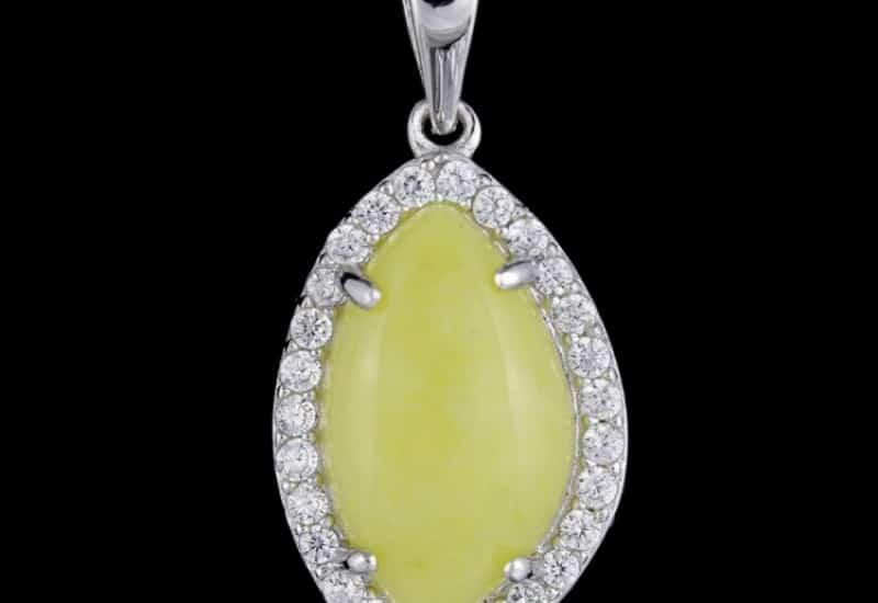 Colgante en Plata de Ley 925 y baño de Rodio con Jade amarillo y Circonitas