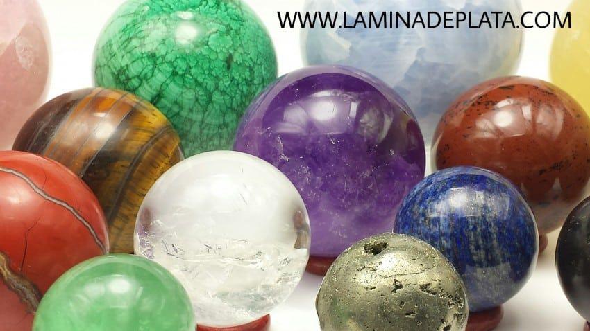 Esferas de piedras naturales, grandes y pequeña, en malaquita, lapislázuli, obsidiana, pirita, fluorita y muchas más.