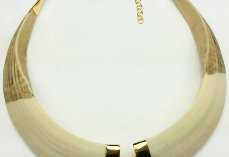 Gargantilla colmillos de jabalí de plata bañada en oro