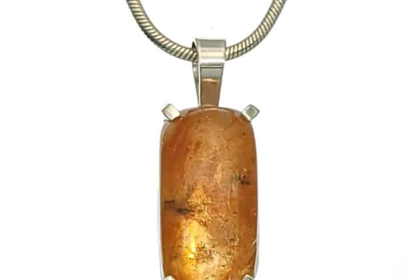Colgante con piedra rectangular de Piedra Sol fabricado en plata