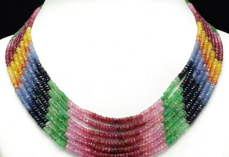Espectacular collar multipiedras con heliodoro, zafiro, esmeralda y rubí