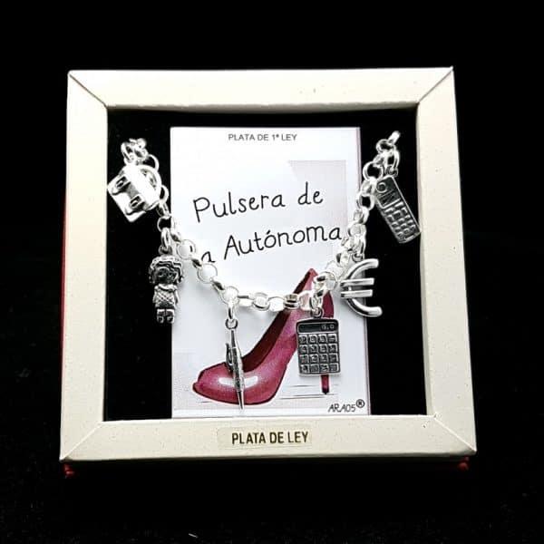 Pulsera fabricada en plata que lleva colgantes con motivos relacionado con las autónomas: maletín, autónoma, bolígrafo, calculadora, euro y teléfono móvil.