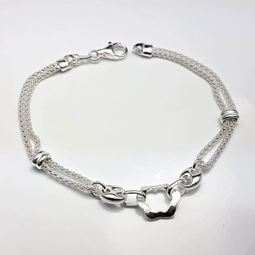 pulsera de plata con motivos de flor y calabrotes.