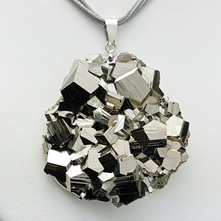 Colgante espectacular de Pirita cristalizada montada en plata de ley 925
