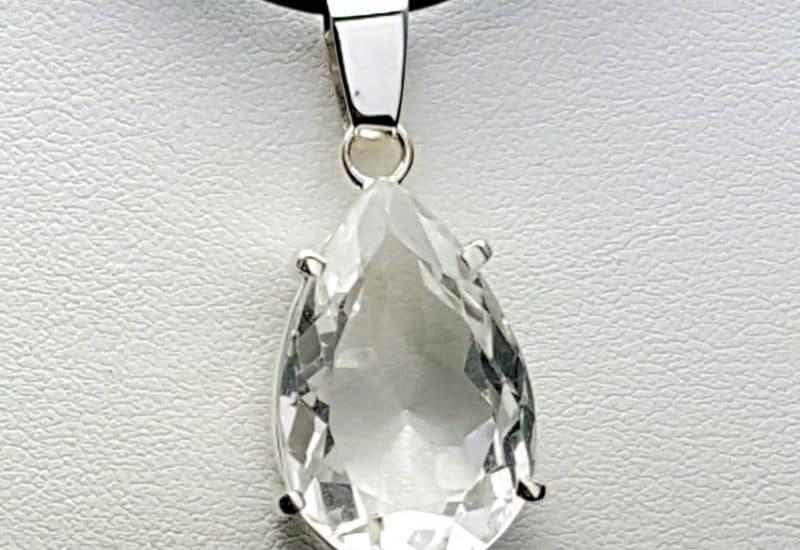 Colgante de Cuarzo Cristal de Roca montado en plata