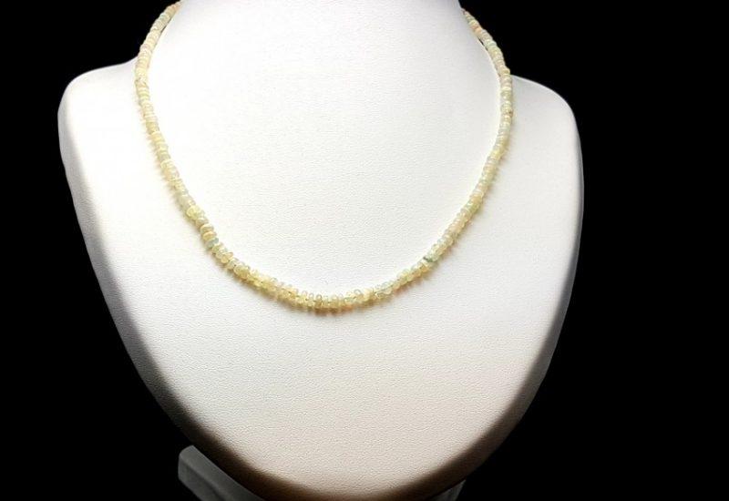 Delicado Collar de Ópalo de Etiopía con cierre de plata