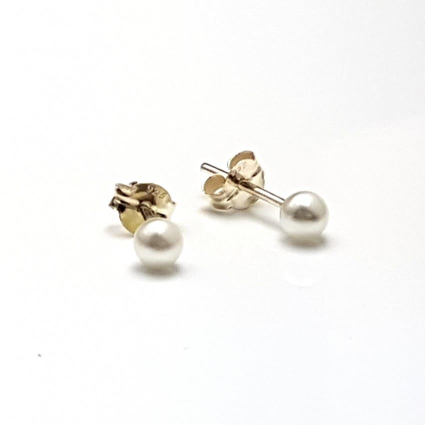Pendientes en plata con perlas.