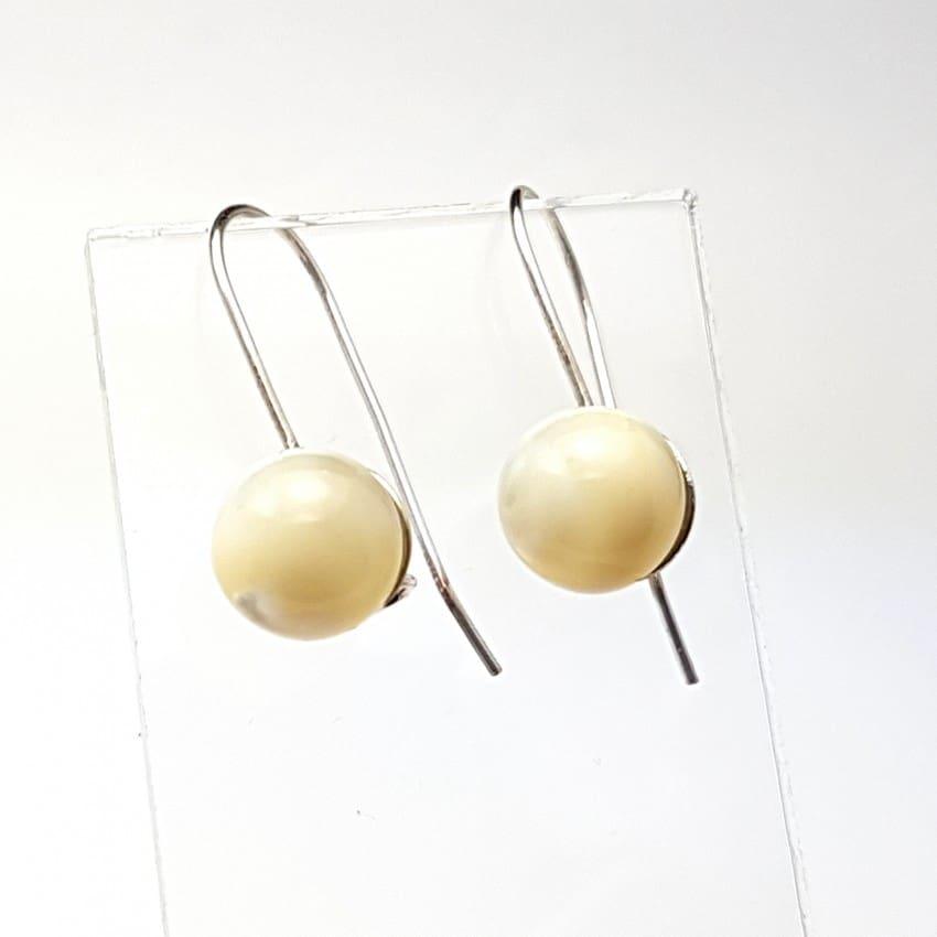Pendientes de plata y bolas de nácar