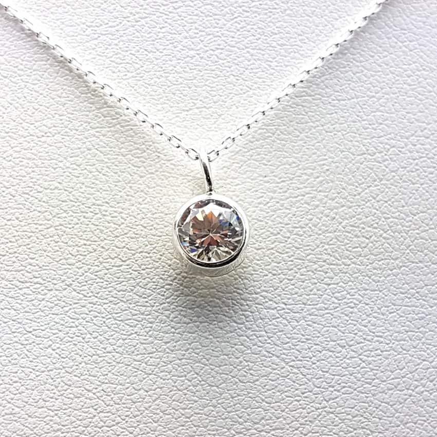Gargantilla en plata con circonita