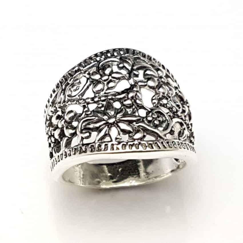 Anillo motivos florales en plata
