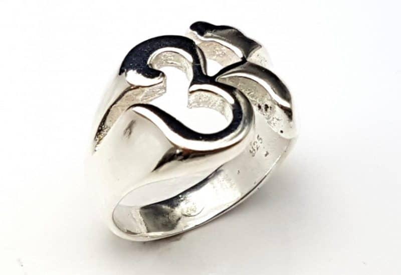 Anillo del símbolo Om fabricado en Plata de Ley
