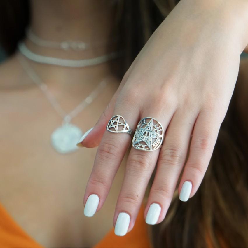 Anillos amuletos en plata, tetragramatón y pentagrama