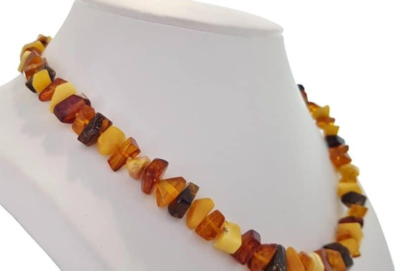 Collar de Ámbar en tres colores, piedras irregulares.