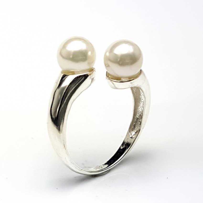 Anillo con perlas en plata
