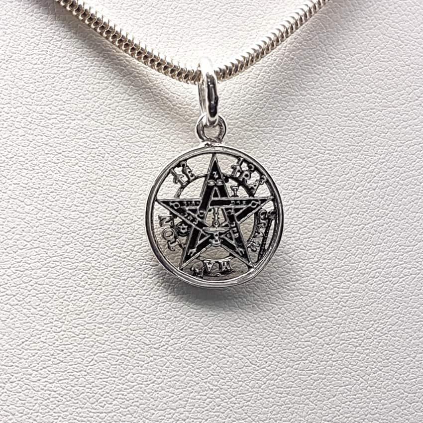 Colgante tetragranmaton en plata