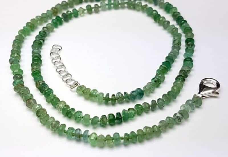 Precioso collar con esmeraldas