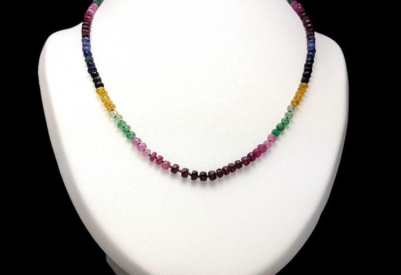 Collar multipiedras con rubí, heliodoro, esmeralda y zafiro