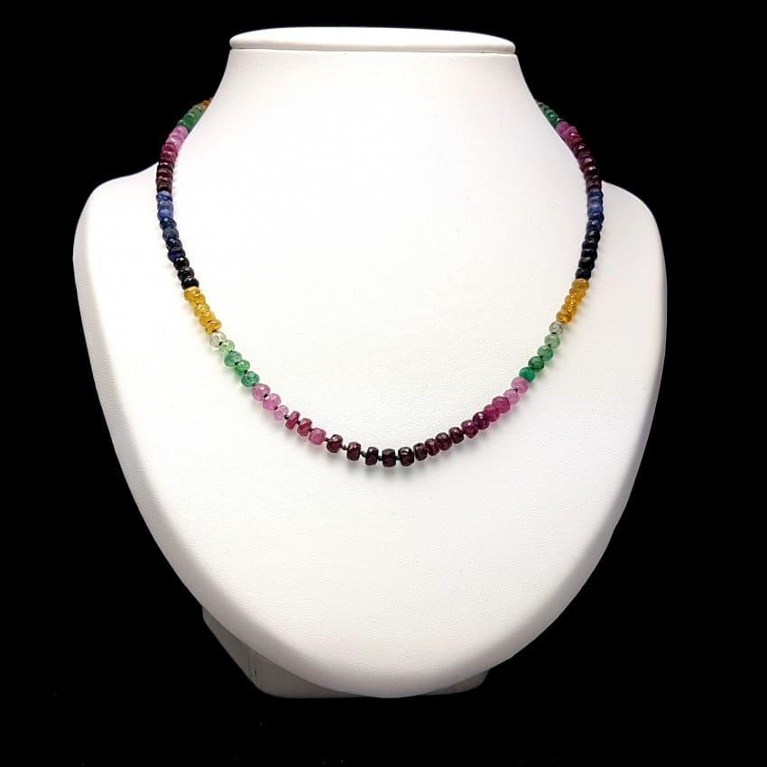 Collar multipiedras zafiro, heliodoro, esmeralda y rubí.