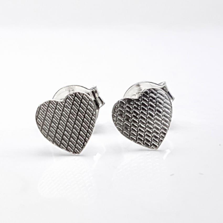 Pendientes con corazón de plata.