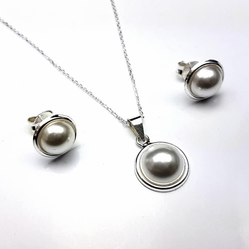Conjunto pendientes y gargantilla de plata con perlas.