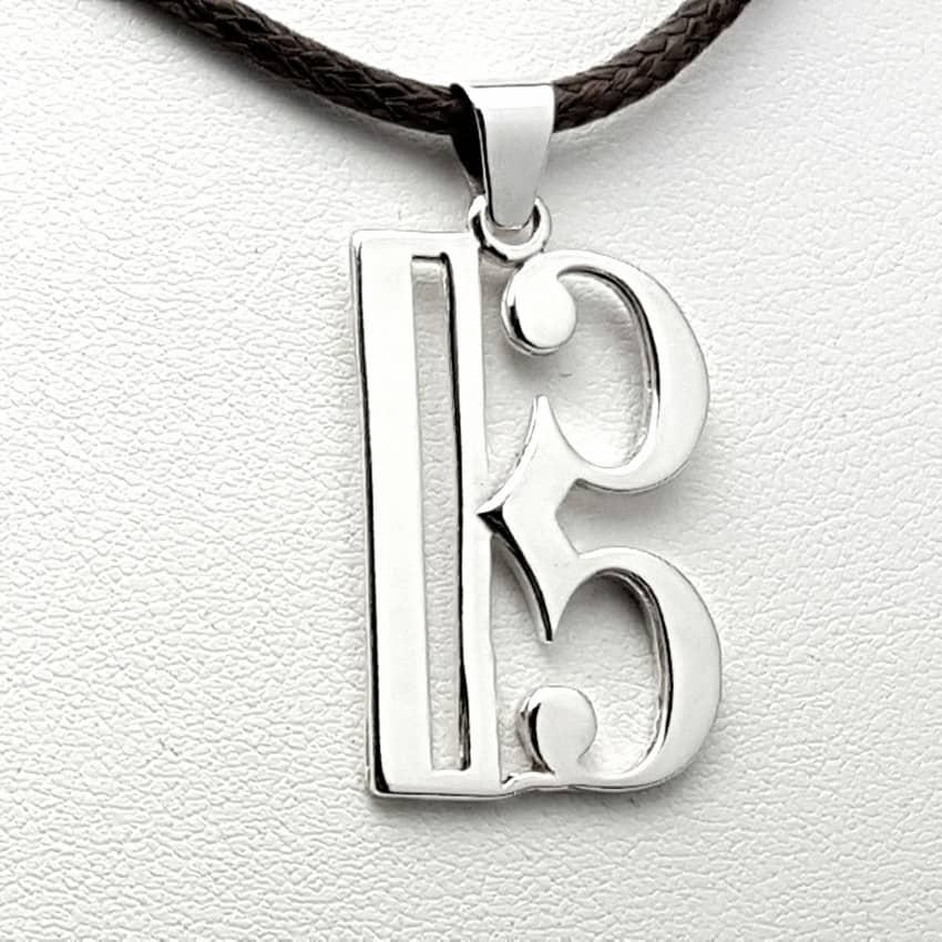 Colgante de plata con la clave de Do.