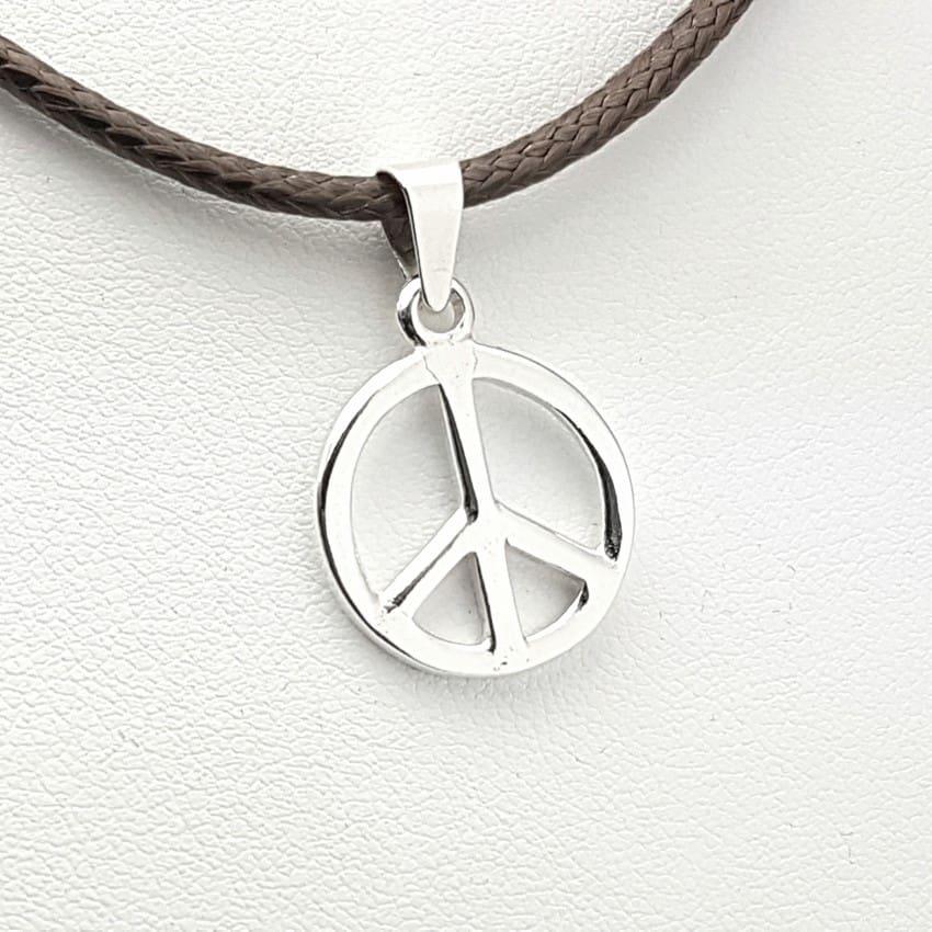 Colgante símbolo de la paz en plata.