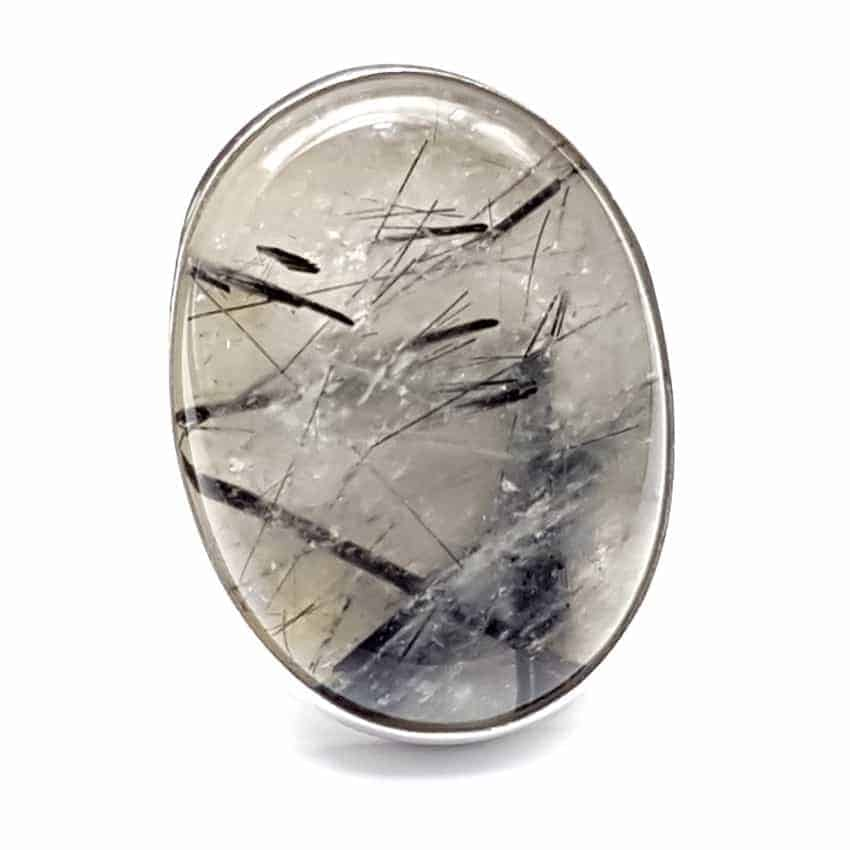 Anillo de plata con cuarzo turmalinado de cabujón, forma oval.