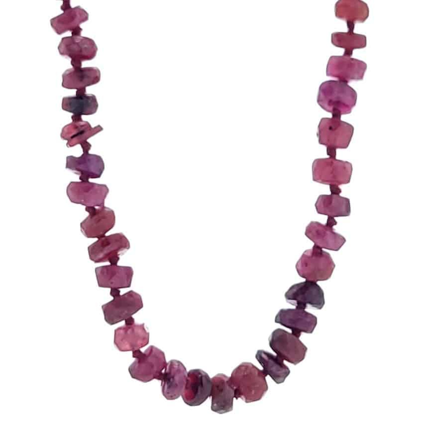 Collar rubíes con engarce de nudos de 45 centímetros de longitud (1)