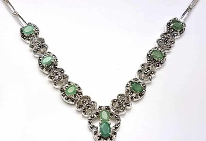 Maravillosa gargantilla fabricada en plata con Esmeraldas y marquesitas