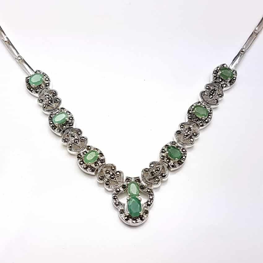 Gargantilla de plata con esmeraldas y marquesitas.