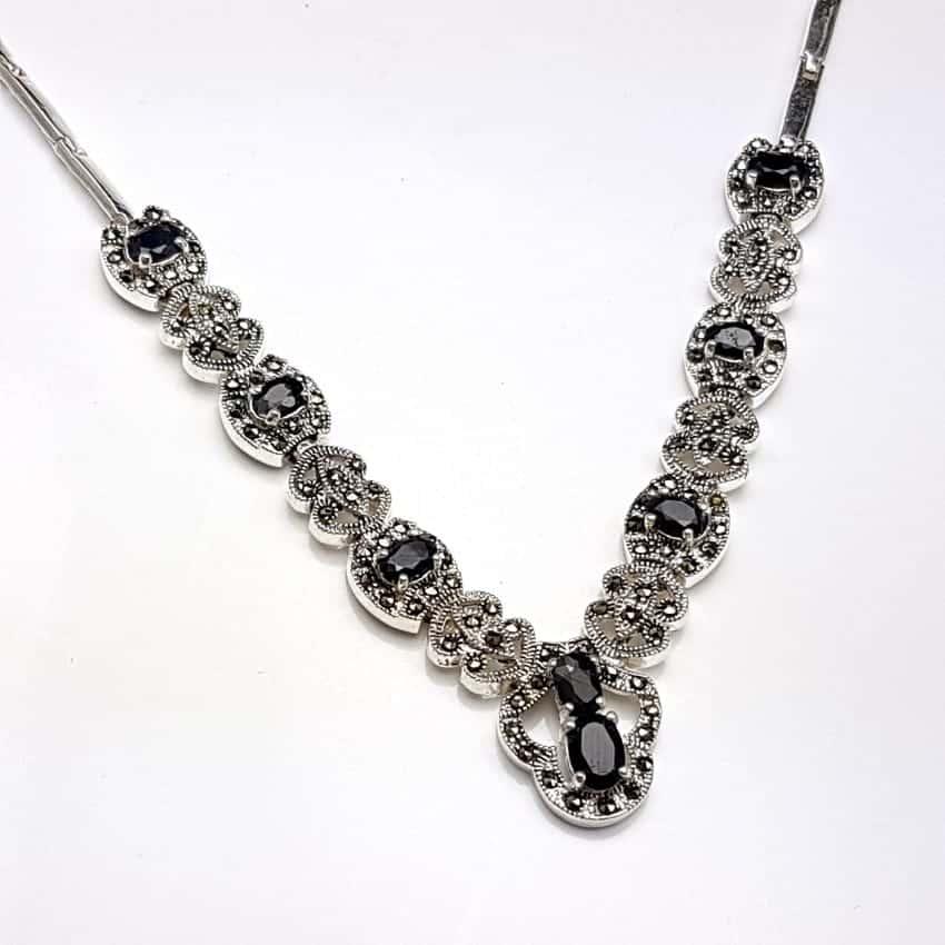 Gargantilla de plata con zafiros y marquesitas.
