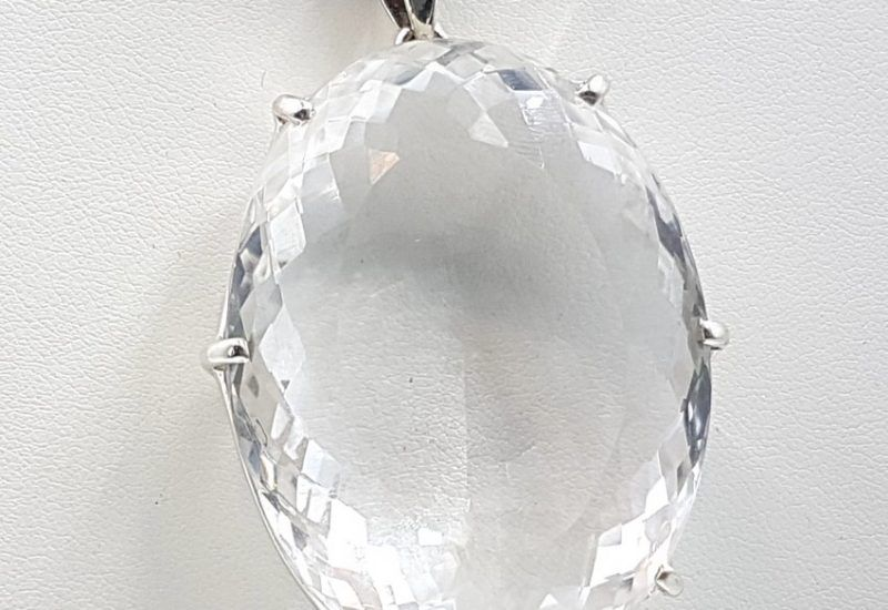 Espectacular colgante de Cuarzo Cristal de Roca fabricado en plata de ley 925 mls