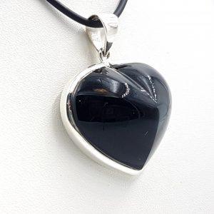 Colgante de plata y obsidiana arcoíris, forma de corazón.
