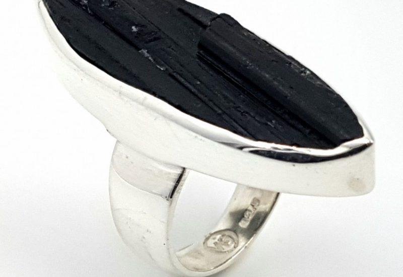 Anillo de Turmalina Chorlo fabricado en plata de ley 925 mls