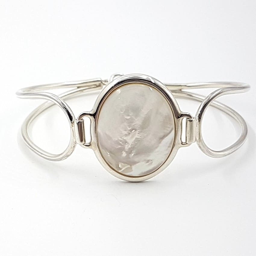 Pulsera de plata con cabujón ovalado de Nácar.