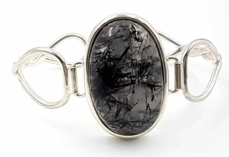 Bonita pulsera de Cuarzo Turmalinado fabricada en plata de ley