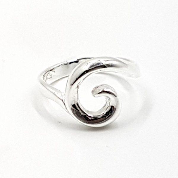 Anillo de plata con espiral