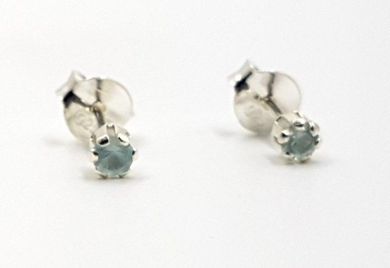 Pendientes con Circonitas azules fabricados en plata de ley