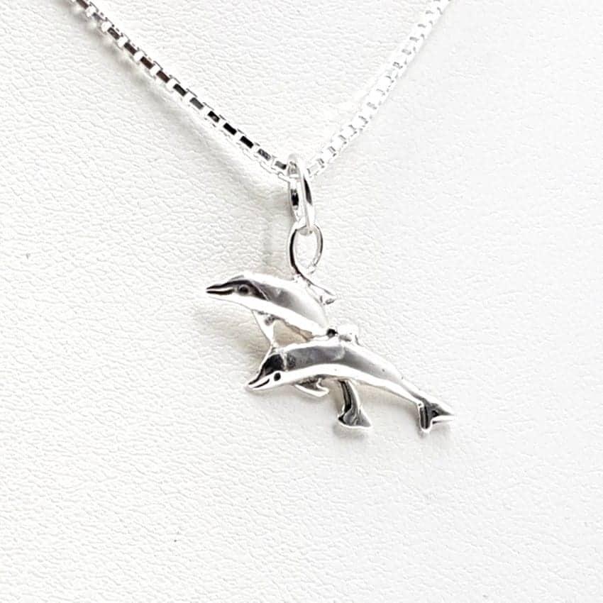 Colgante de plata con delfín