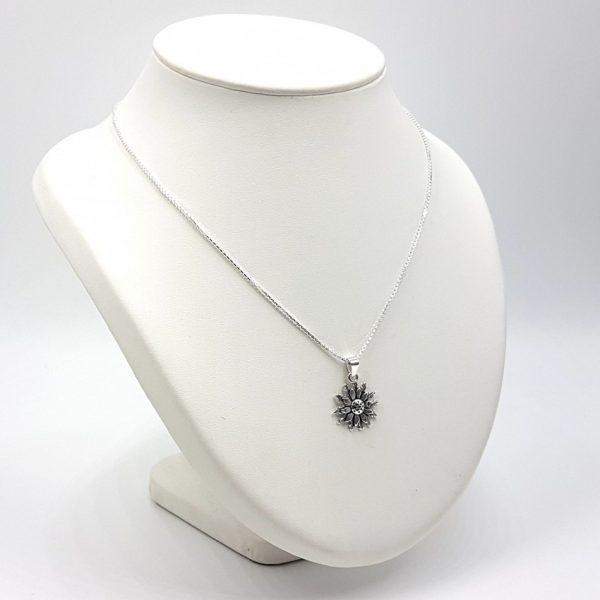 Colgante flor en plata