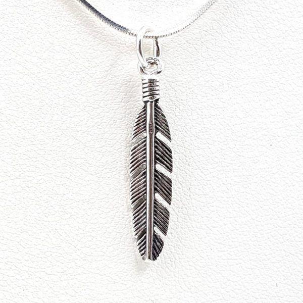Colgante pluma pequeña en plata