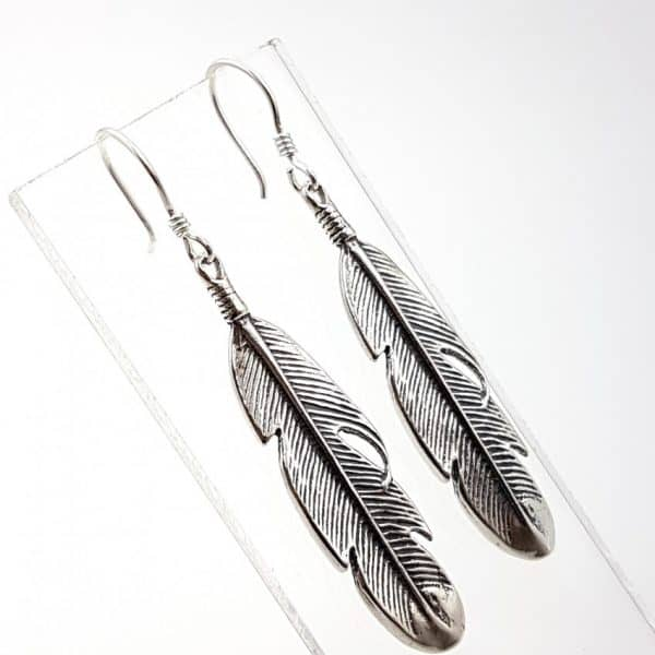 Pendientes con plumas medianas en plata