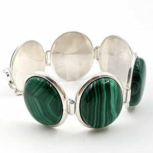 Pulsera de plata con cabujones ovalados de malaquita