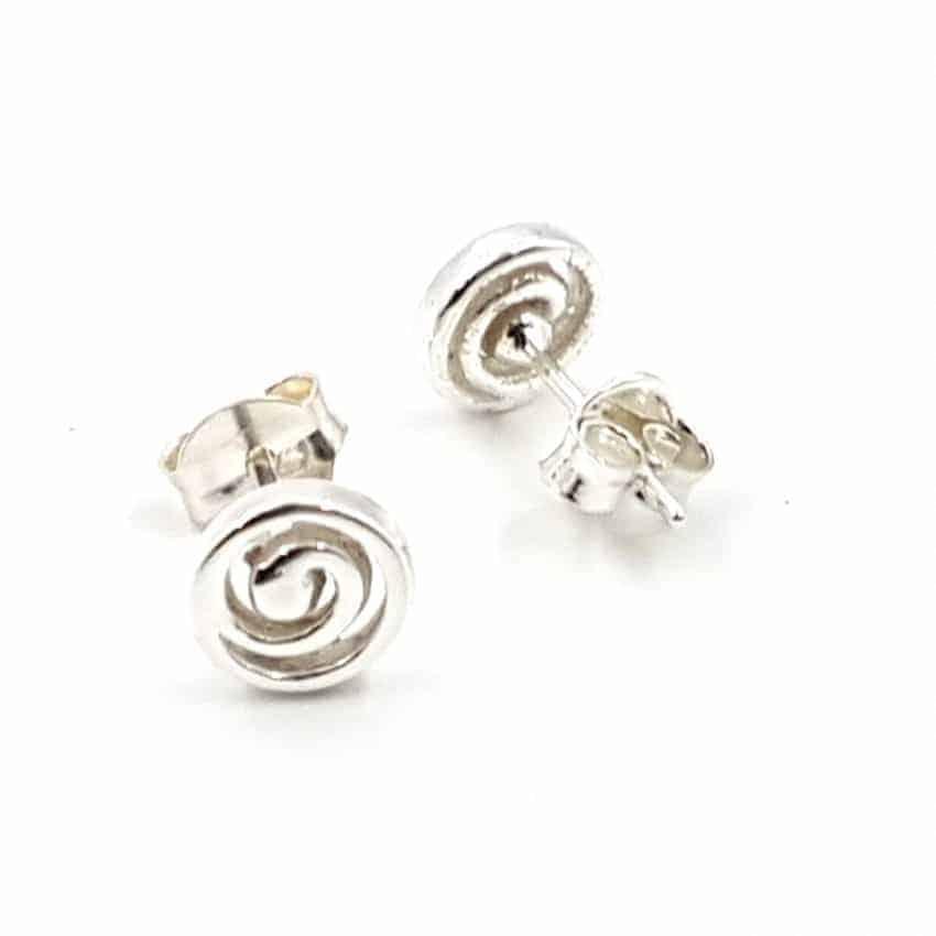 Pendientes con espiral fabricados en plata